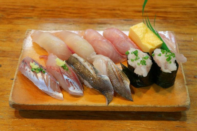 巴寿司の地魚握り