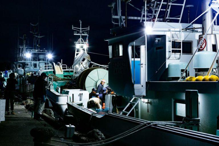 三国港の甘エビ漁船