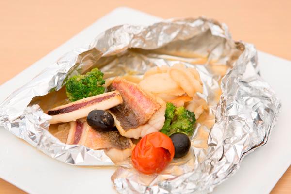 アクアパッツァ風三陸魚介と旬菜のホイル焼き