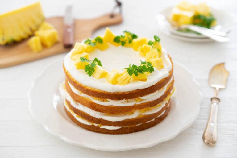 パイナップルのネイキッドショートケーキ