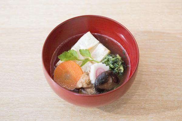 ●角餅×すまし汁 (例:東京都江戸雑煮)