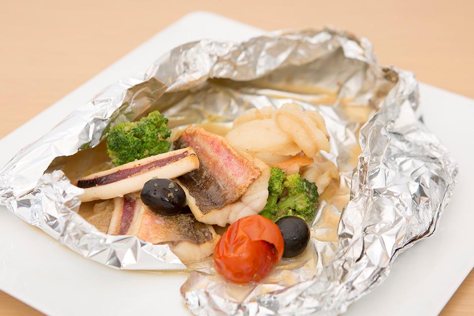 アクアパッツァ風三陸魚介と旬菜のホイル焼き完成写真