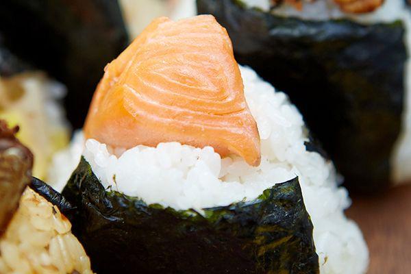 秋鮭のおにぎり