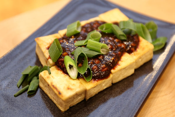 豆腐ステーキ 松の実の味噌ソース写真