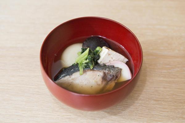 ●丸餅×すまし汁折衷 (例:福岡県博多のブリ雑煮)