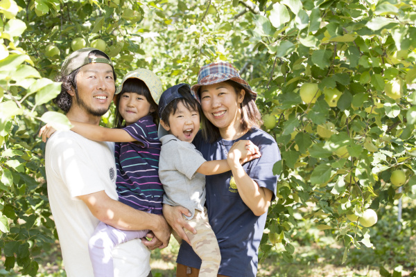 Fujiwara Roots Farm藤原さん夫妻